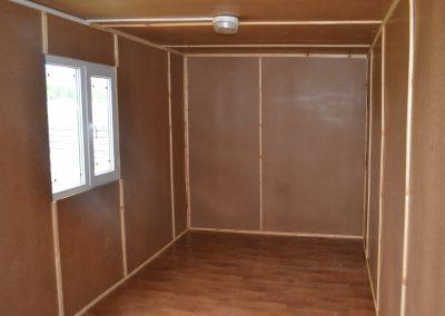 Внутренняя отделка строительного вагончика (бытовки): ДВП, усиленные и утепленные полы покрыты фанерой OSB